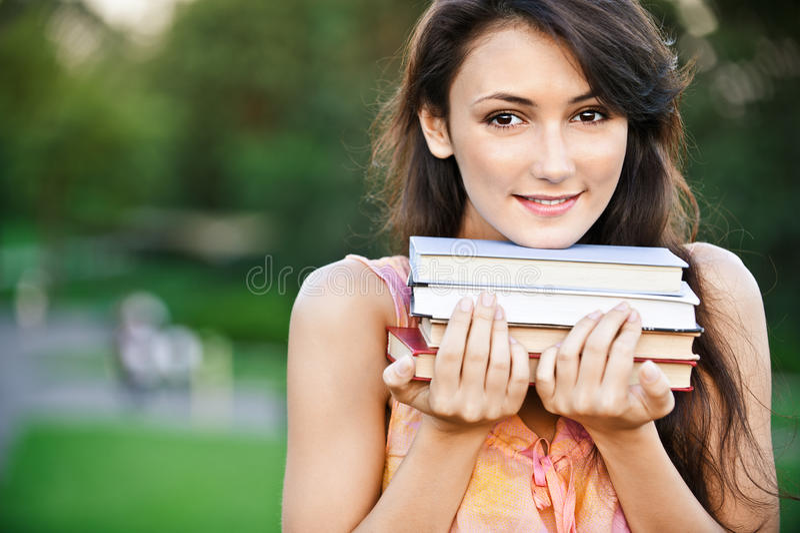 Download το κορίτσι κρατά τα εγχε&iota Στοκ Εικόνες - εικόνα από καυκάσιος, τρίχωμα: 17060092