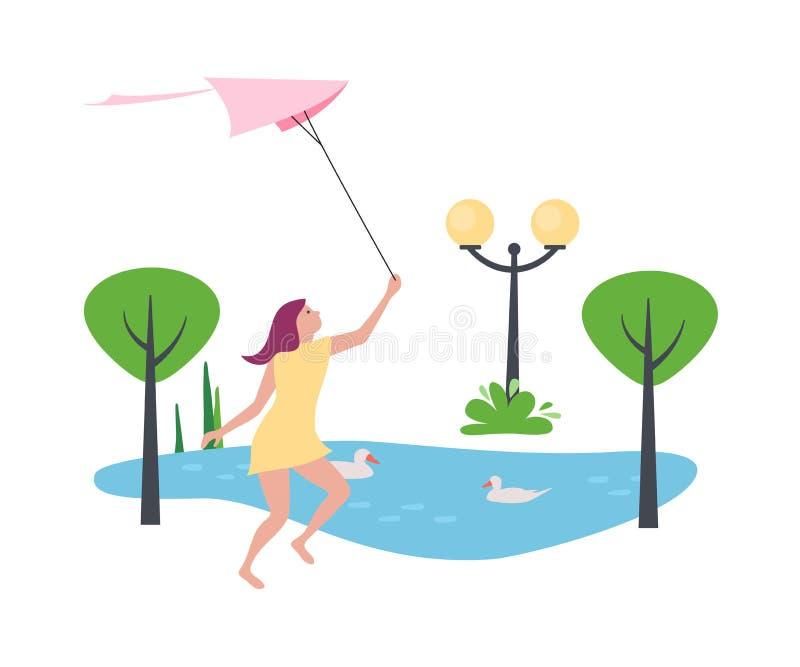 Το κορίτσι κρατά του ικτίνου αέρα στα χέρια, περπατά στο πάρκο ελεύθερη απεικόνιση δικαιώματος