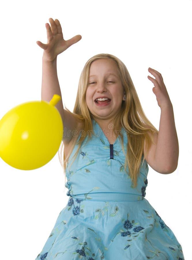 το κορίτσι μπαλονιών πηγαί&n στοκ φωτογραφία με δικαίωμα ελεύθερης χρήσης