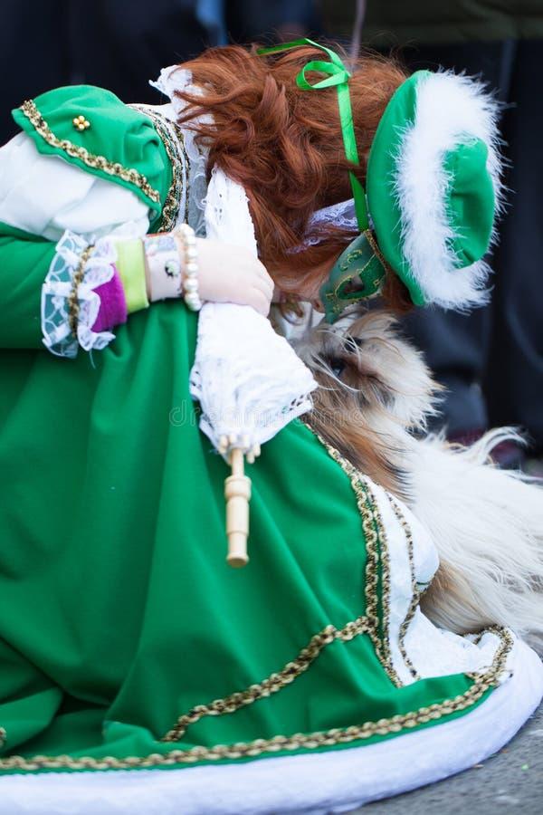 Κορίτσι με το σκυλί, πλατεία SAN Marco, Βενετία, Ιταλία στοκ φωτογραφία με δικαίωμα ελεύθερης χρήσης