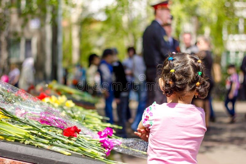 Το κορίτσι στην παρέλαση νίκης στοκ φωτογραφία