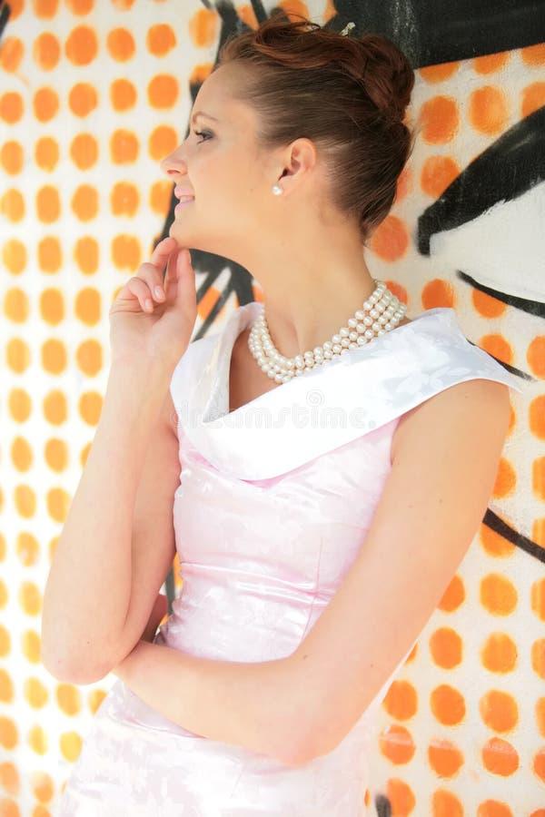 το κορίτσι φορεμάτων αυξήθηκε λευκό στοκ φωτογραφίες με δικαίωμα ελεύθερης χρήσης