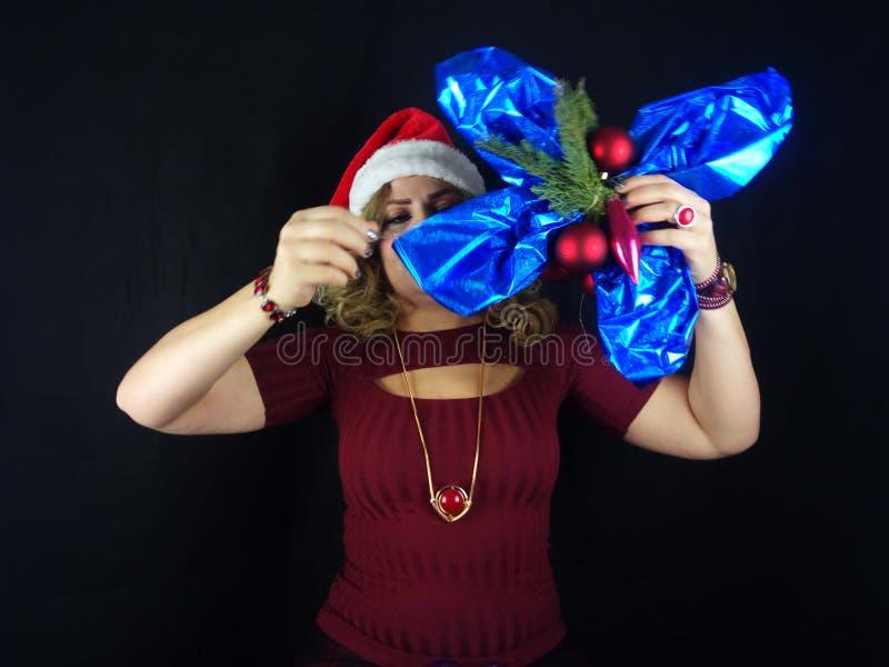 το κορίτσι Χριστουγέννων ομορφιάς αποτελεί στοκ εικόνα με δικαίωμα ελεύθερης χρήσης