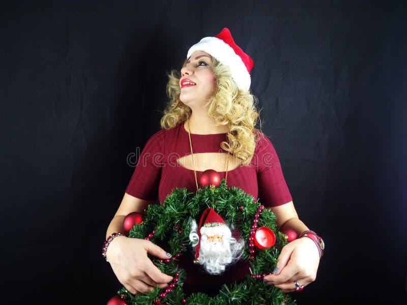 το κορίτσι Χριστουγέννων ομορφιάς αποτελεί στοκ φωτογραφίες