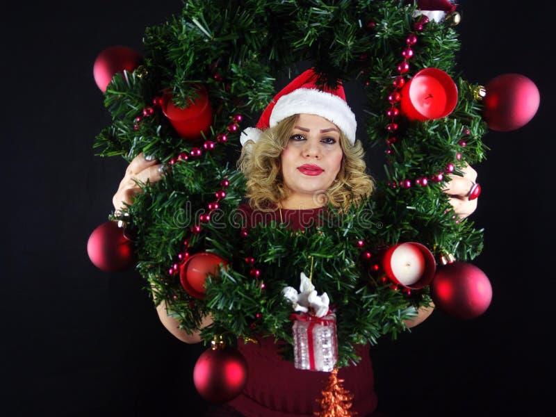 το κορίτσι Χριστουγέννων ομορφιάς αποτελεί στοκ εικόνες με δικαίωμα ελεύθερης χρήσης