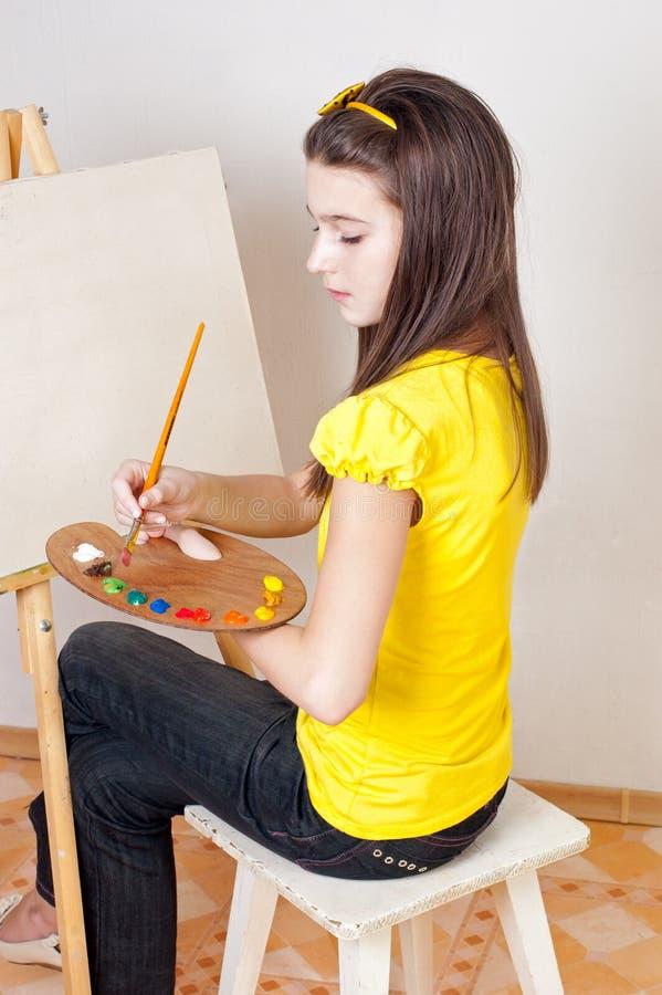 το κορίτσι χρωματίζει την &pi στοκ φωτογραφία