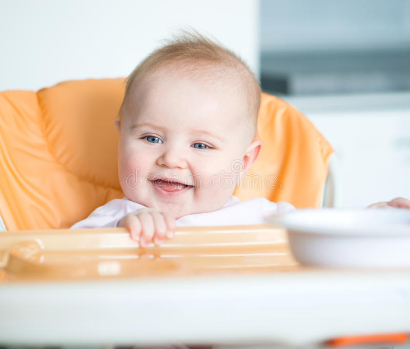 Το κοριτσάκι πρόκειται να φάει στοκ φωτογραφία με δικαίωμα ελεύθερης χρήσης
