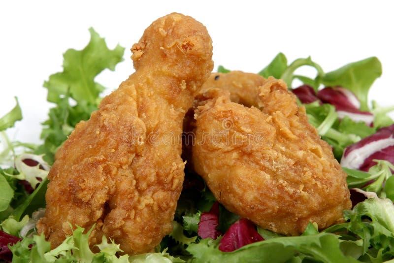 Download το κοτόπουλο κτυπήματος τσιγάρισε τη χρυσή άνοιξη σαλάτας λεμονιών Στοκ Εικόνα - εικόνα από παλιοπράγματα, βαθιά: 1544601