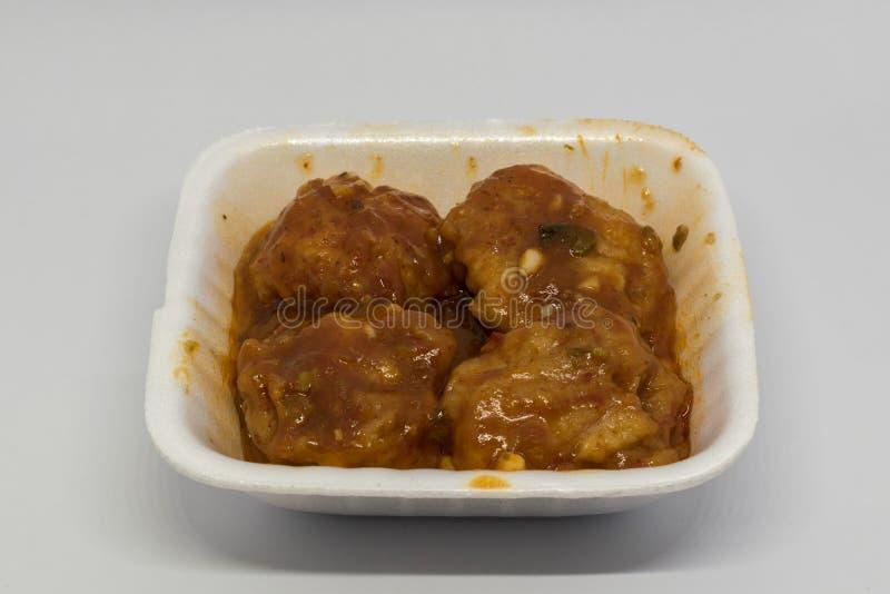 Το κοτόπουλο Szechuan είναι το κλασικό κινεζικό πιάτο που χαρακτηρίζει έναν φλογερό συνδυασμό σκόρδου, πιπερόριζα, ξηρά chilis στοκ φωτογραφία με δικαίωμα ελεύθερης χρήσης