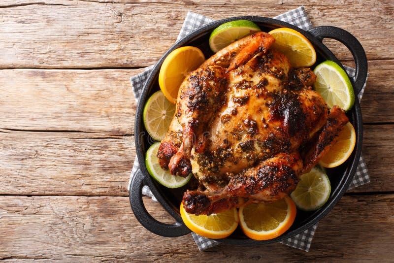 Το κουβανικό κοτόπουλο είναι εμποτισμένο με ένα flavorful μαρινάρισμα Mojo που γίνεται το πνεύμα στοκ φωτογραφία με δικαίωμα ελεύθερης χρήσης