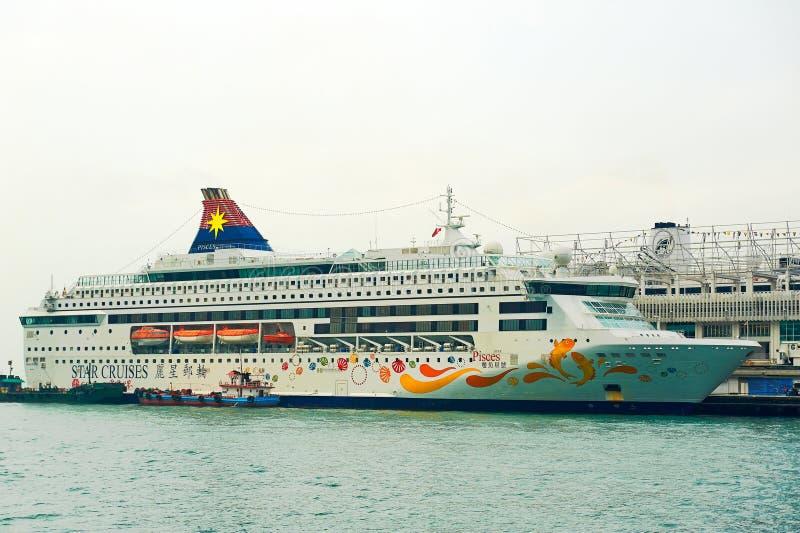 Το κρουαζιερόπλοιο πολυτέλειας στοκ εικόνα με δικαίωμα ελεύθερης χρήσης