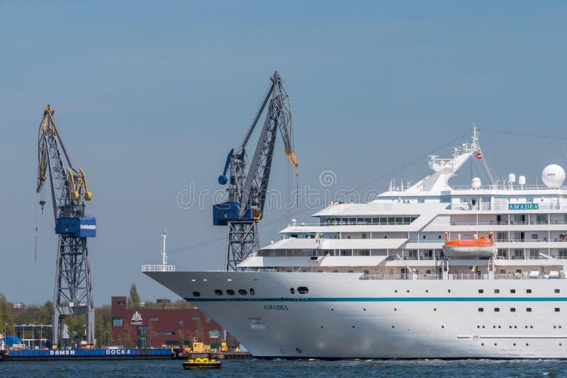 Το κρουαζιερόπλοιο Amadea πλέει στο Noordzeekanaal στοκ εικόνα με δικαίωμα ελεύθερης χρήσης