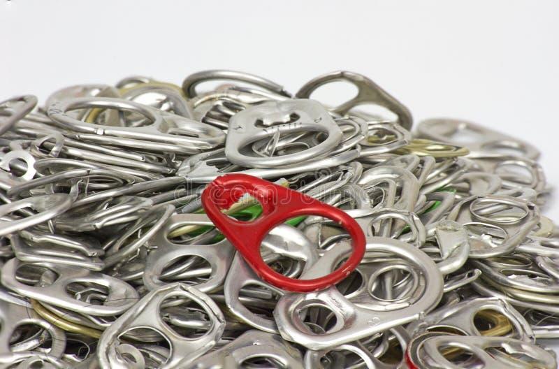 Το κόκκινο δαχτυλίδι μπορεί έννοια στο άσπρο υπόβαθρο στοκ εικόνα