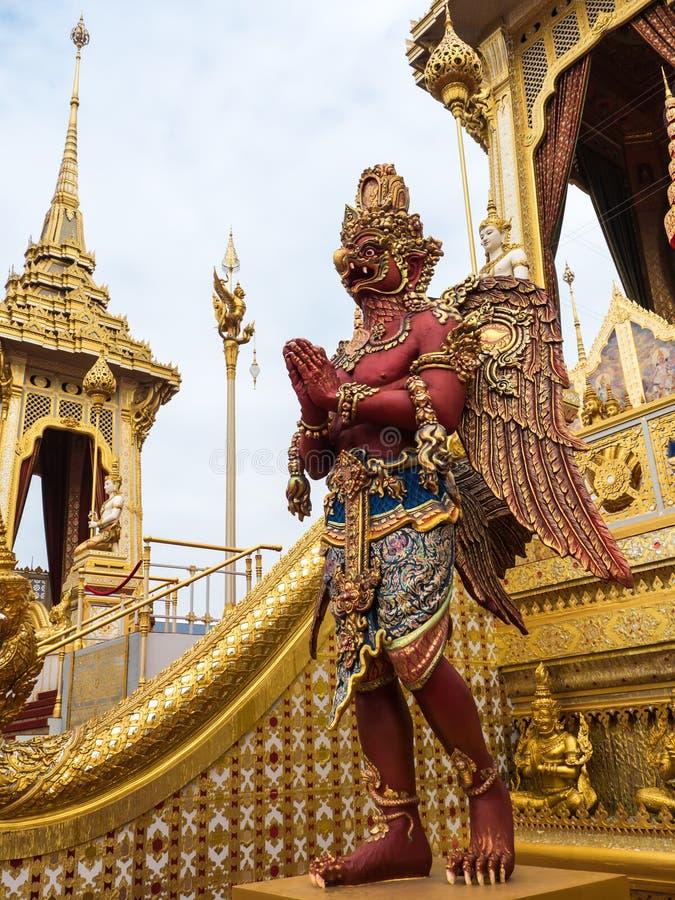 Το κόκκινο garuda στο βασιλικό κρεματόριο του βασιλιά Rama IV στοκ φωτογραφία με δικαίωμα ελεύθερης χρήσης