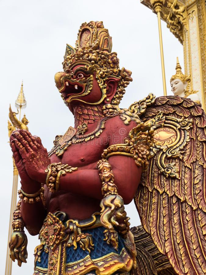 Το κόκκινο garuda στο βασιλικό κρεματόριο του βασιλιά Rama IV στοκ εικόνα με δικαίωμα ελεύθερης χρήσης
