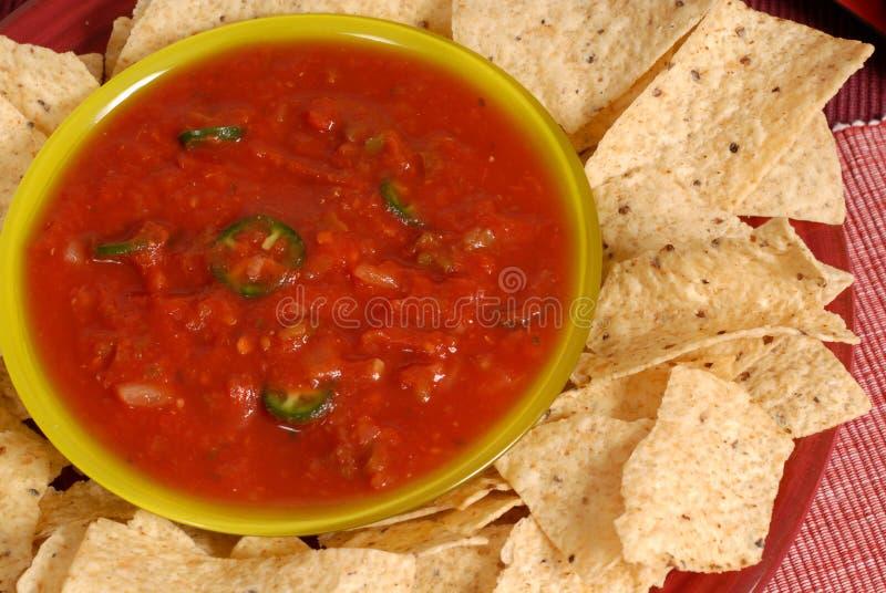 το κύπελλο πελεκά pverhead tortilla salsa την όψη στοκ εικόνες με δικαίωμα ελεύθερης χρήσης
