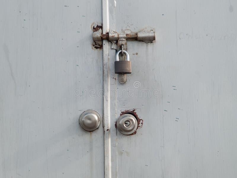 Το κλειδί που χρησιμοποιείται στην κλειδαριά στοκ φωτογραφίες