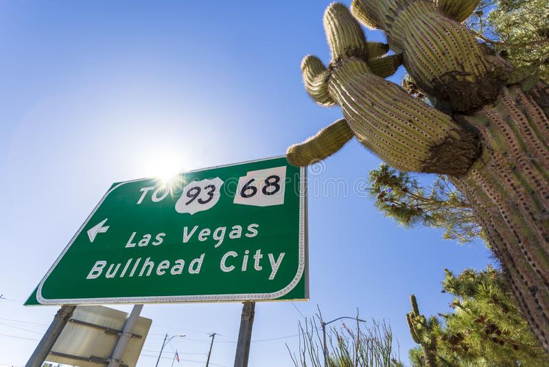 Το Λας Βέγκας και Bullhead η πόλη υπογράφουν στη διαδρομή 66, Kingman, Αριζόνα, Ηνωμένες Πολιτείες της Αμερικής, Βόρεια Αμερική στοκ εικόνα με δικαίωμα ελεύθερης χρήσης