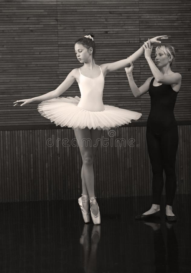 Το λεωφορείο διδάσκει ένα μικρό ballerina στοκ εικόνα με δικαίωμα ελεύθερης χρήσης