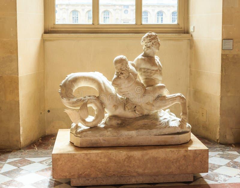 Το Λούβρο Γλυπτό ichthyocenter στην αίθουσα της αρχαίας τέχνης στοκ εικόνες