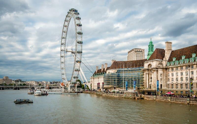 Το μάτι του Λονδίνου και το Southbank στοκ φωτογραφίες με δικαίωμα ελεύθερης χρήσης