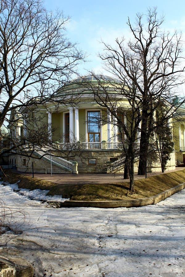 Το μέγαρο στο κέντρο της Αγίας Πετρούπολης στοκ φωτογραφία