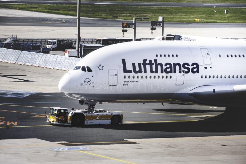 Το μέτωπο του τεράστιου airbus A380 της Lufthansa στοκ φωτογραφία με δικαίωμα ελεύθερης χρήσης