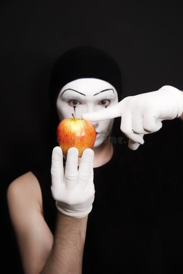 το μήλο φορά γάντια mime στο κό&kapp στοκ εικόνες