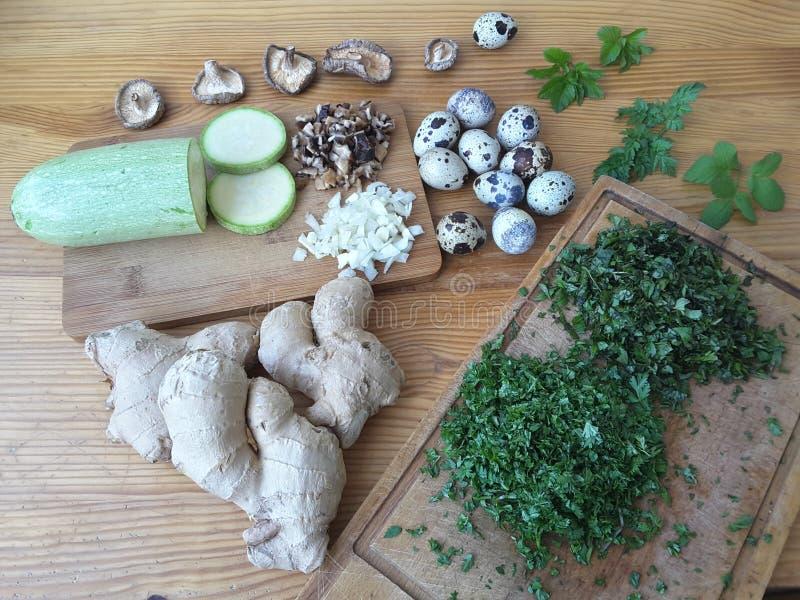 Το μαγείρεμα η κολοκύνθη με την ομελέτα μανιταριών στοκ εικόνα με δικαίωμα ελεύθερης χρήσης