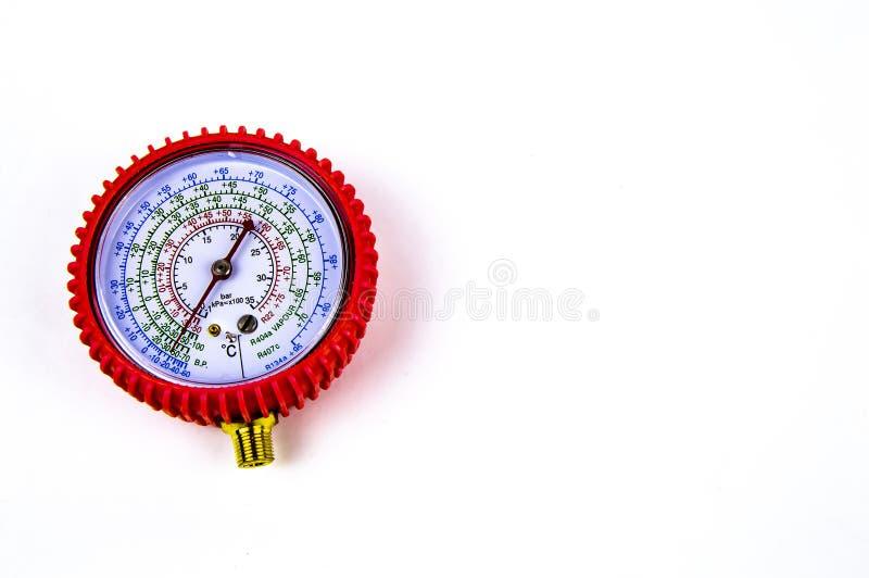 Το μανόμετρο που μετρά την πίεση αερίου για την επισκευή των ψυγείων στοκ εικόνες