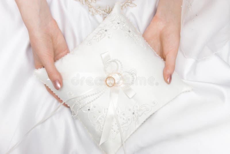 το μαξιλάρι χτυπά το γάμο στοκ εικόνα με δικαίωμα ελεύθερης χρήσης