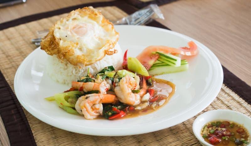 Το μαξιλάρι Cha Kung είναι αγαπημένα ταϊλανδικά τηγανισμένα βοτανικά λαχανικά με Shrim στοκ φωτογραφία με δικαίωμα ελεύθερης χρήσης