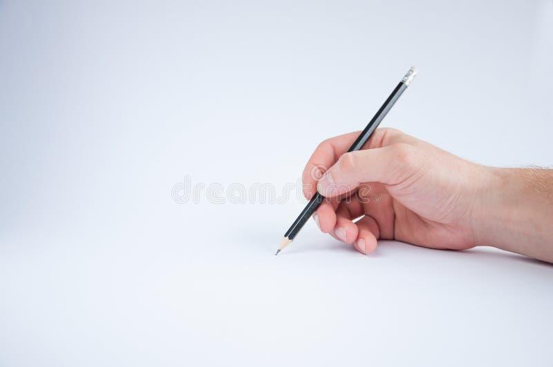 Το μαύρο μολύβι κρατά σε δεξή του σύρει στοκ φωτογραφίες με δικαίωμα ελεύθερης χρήσης