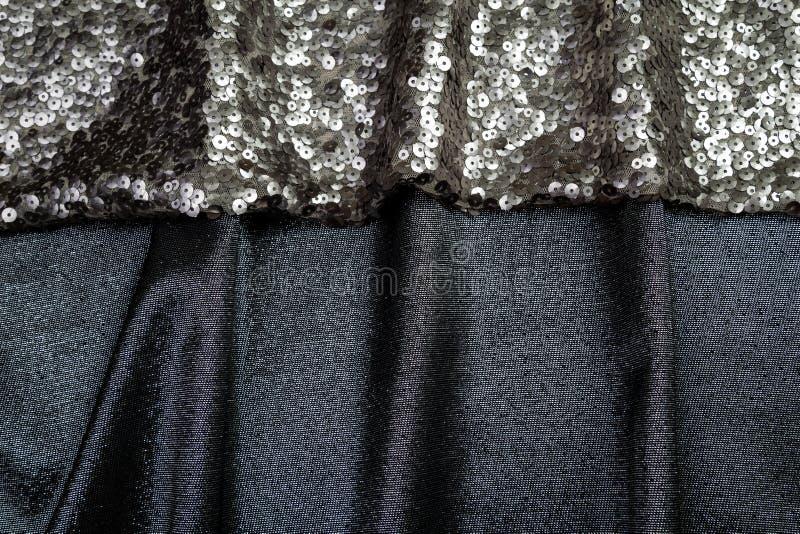 Το μαύρο ύφασμα με τα τσέκια είναι μαλακές πτυχές στοκ εικόνα με δικαίωμα ελεύθερης χρήσης