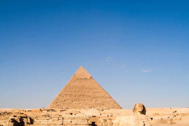 Το μεγάλο Sphinx και η πυραμίδα Khafre στοκ εικόνες