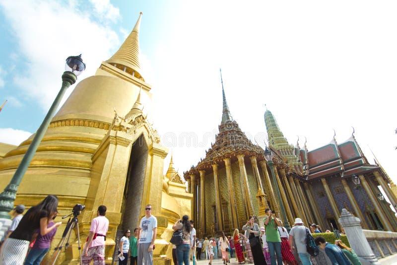 Το μεγάλο παλάτι και ο σμαραγδένιος Βούδας στην Ταϊλάνδη στοκ φωτογραφία