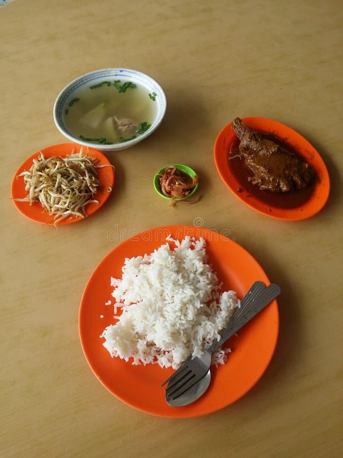 Το μεσημεριανό γεύμα αλάτισε το πρόβειο κρέας φυτικής σούπας στοκ φωτογραφίες