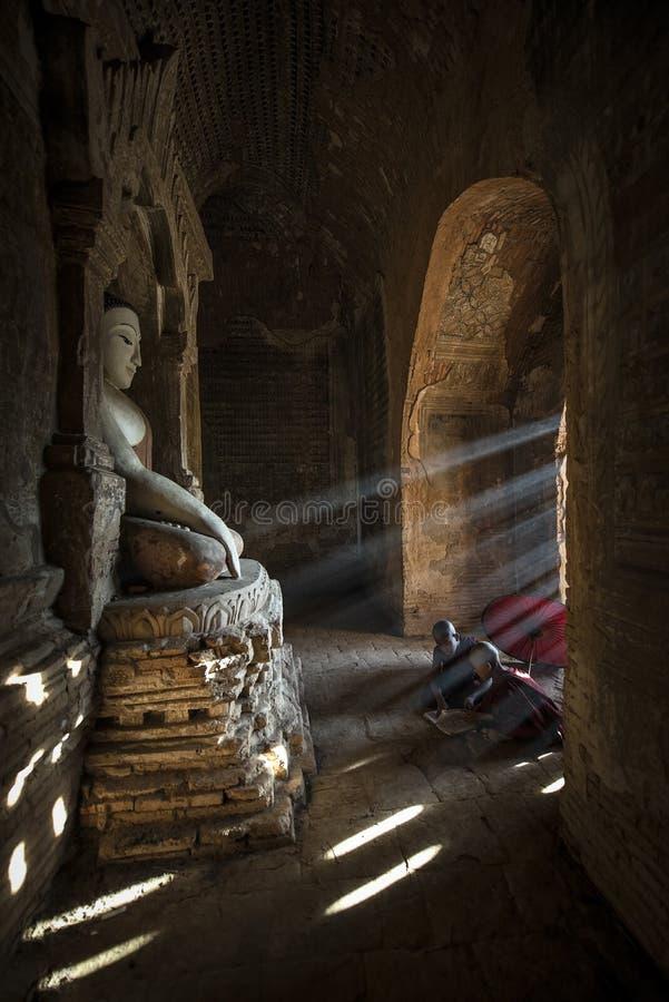 Το Μιανμάρ λίγος μοναχός στοκ φωτογραφίες