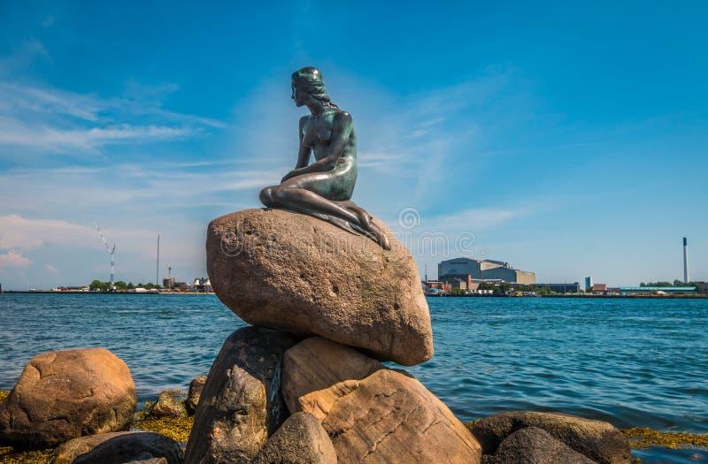 Το μικρό άγαλμα γοργόνων στην Κοπεγχάγη Δανία στοκ φωτογραφία με δικαίωμα ελεύθερης χρήσης
