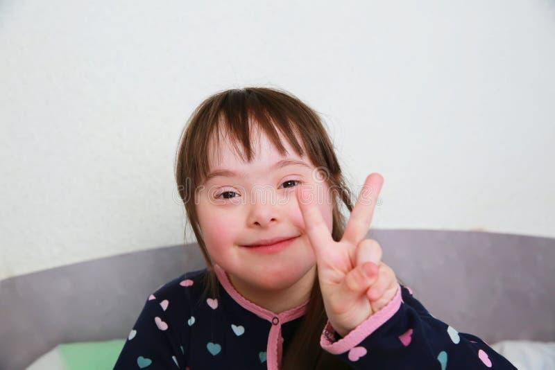 Το μικρό κορίτσι έχει τη διασκέδαση στοκ εικόνες με δικαίωμα ελεύθερης χρήσης