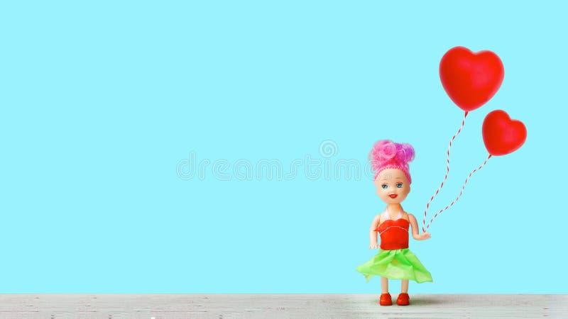 Το μικρό κορίτσι περιμένει την αγάπη στοκ φωτογραφία με δικαίωμα ελεύθερης χρήσης