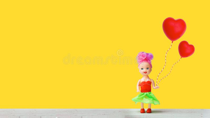 Το μικρό κορίτσι περιμένει την αγάπη στοκ εικόνες με δικαίωμα ελεύθερης χρήσης