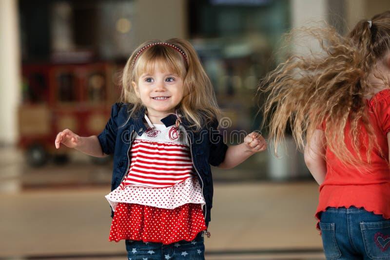 Τα μικρά κορίτσια στοκ εικόνα