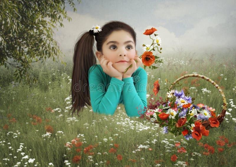 Το μικρό κορίτσι στον τομέα με τις παπαρούνες στοκ φωτογραφία