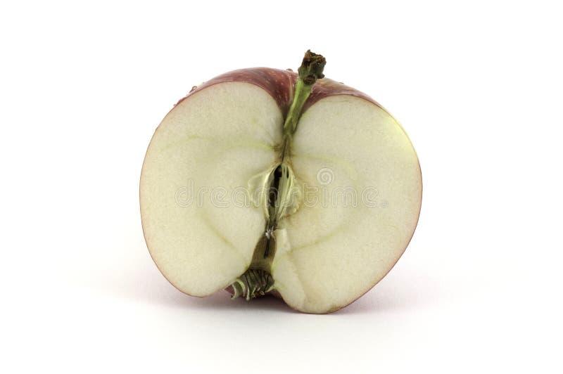 Το μισό από το μήλο στο άσπρο υπόβαθρο στοκ φωτογραφίες με δικαίωμα ελεύθερης χρήσης