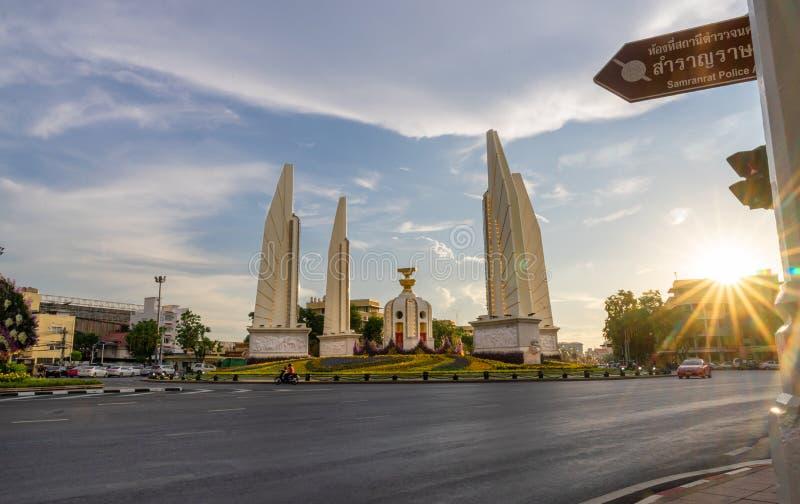 Το μνημείο δημοκρατίας είναι ένα δημόσιο μνημείο στο κέντρο της Μπανγκόκ ως μνημείο στη αλλαγή κυβέρνησης από απόλυτο στοκ φωτογραφίες