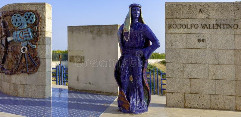 Το μνημείο που αφιερώνεται στη μνήμη του Rodolfo Valentino στοκ εικόνα με δικαίωμα ελεύθερης χρήσης