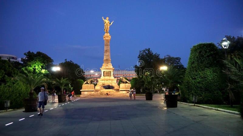Το μνημείο της ελευθερίας είναι το σύγχρονο σύμβολο της μεγάλης πόλης Δούναβη του Ruse, Βουλγαρία στοκ εικόνες