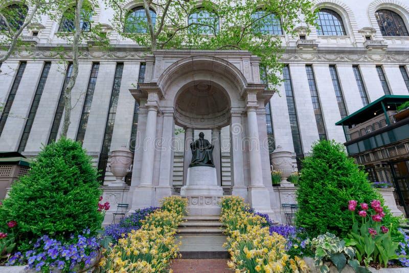 Το μνημείο του William Cullen Bryant στο πάρκο του Bryant σε NYC στοκ εικόνες