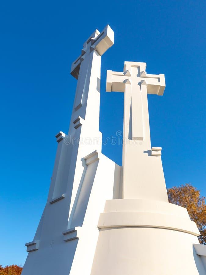 Το μνημείο τριών σταυρών που αγνοεί την παλαιά πόλη Vilnius Τοπίο Vilnius από το Hill τριών σταυρών, που βρίσκεται στο πάρκο Kaln στοκ φωτογραφία με δικαίωμα ελεύθερης χρήσης